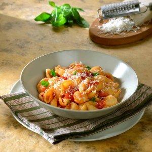 Conchiglie-al-sugo-di-pomodoro-fresco-e-formaggio-di-capra-V-hpr-1